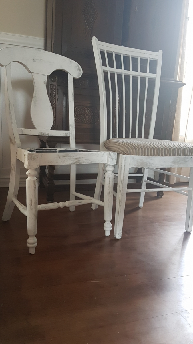 Chaises blanches d'accent style shabby chic2