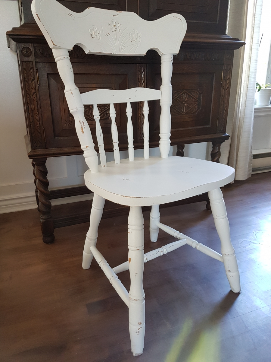 Chaises blanches d'accent style shabby chic