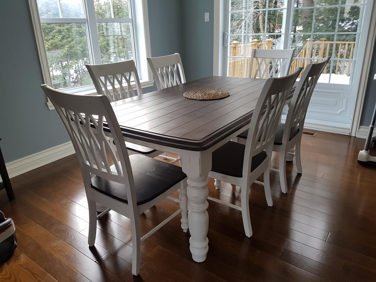 Table crème, blanc cassé dessus foncé, sans rallonge bois shabby rustique chic