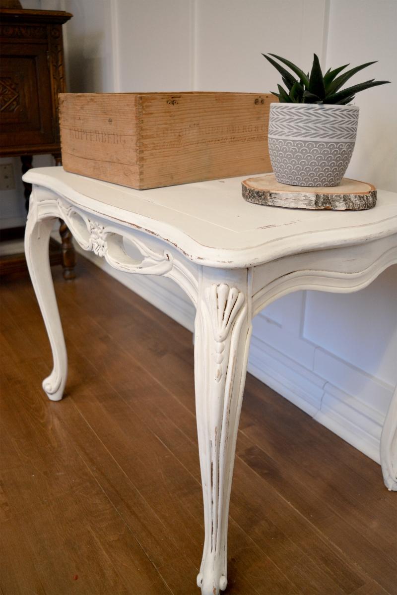 Superbe petite table d'appoint blanc cassé shabby chic