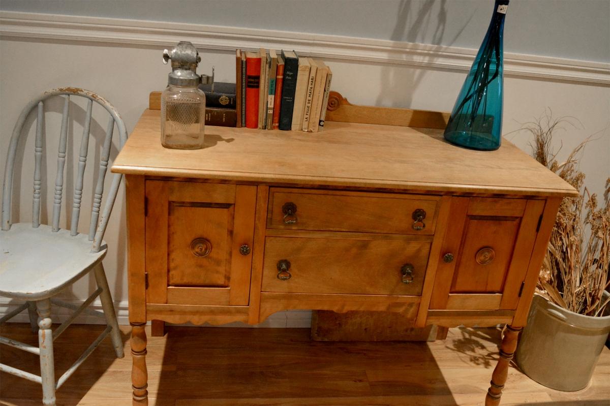 buffet bas antique petit format en bois. Black Bedroom Furniture Sets. Home Design Ideas