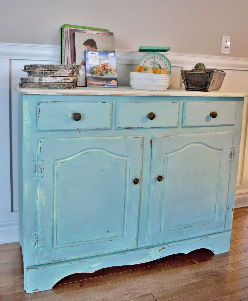 Buffet turquoise et beige style shabby rustique chic