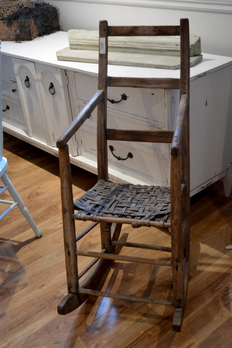 Chaise ber ante antique en bois for Chaise bercante antique