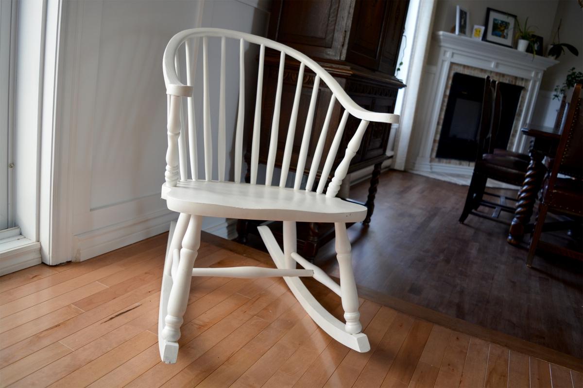 Chaise berçante Windsor blanche3