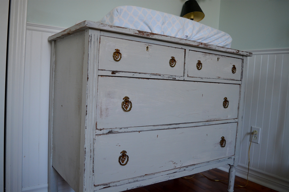 Convenient or changing table shabby chic gray and wood - Commode table a langer ...