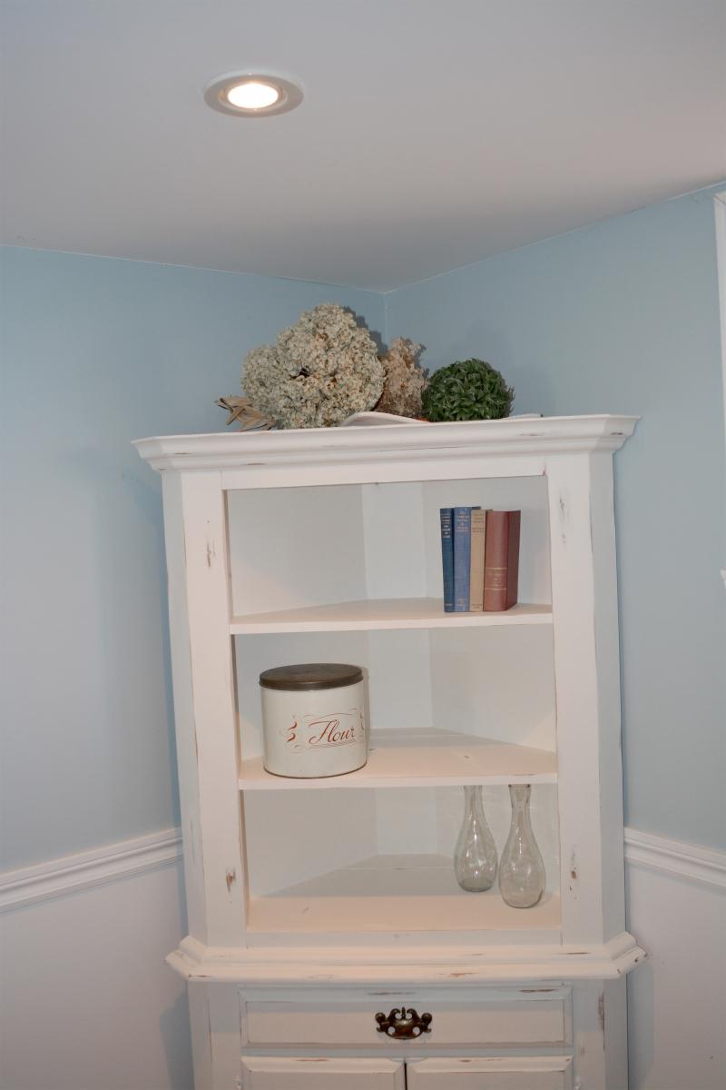 Encoignure meuble en coin shabby chic rustique - Meuble rustique peint en blanc ...