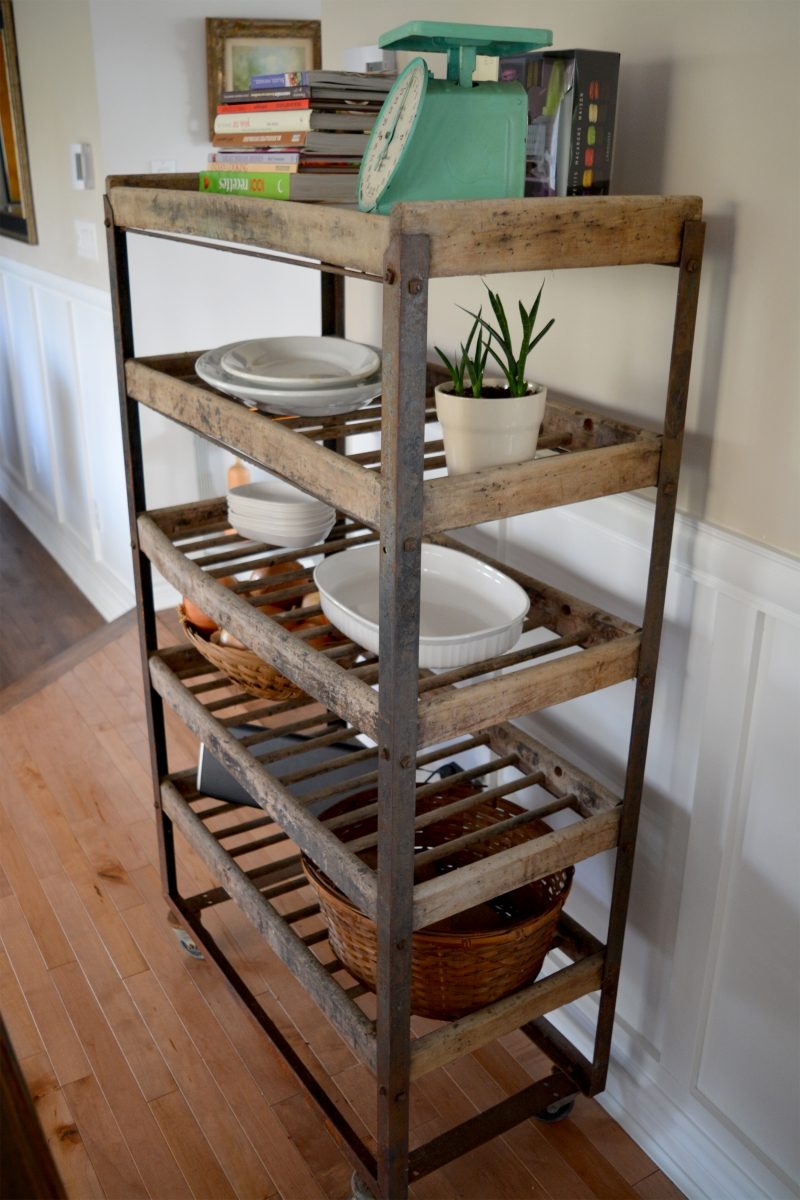 Industrial shelving for bread antique in metal and wood for Peindre etagere bois