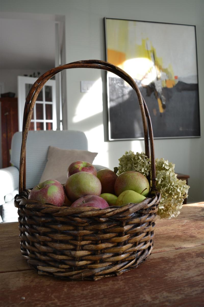 panier en osier fonc avec anse belle patine. Black Bedroom Furniture Sets. Home Design Ideas