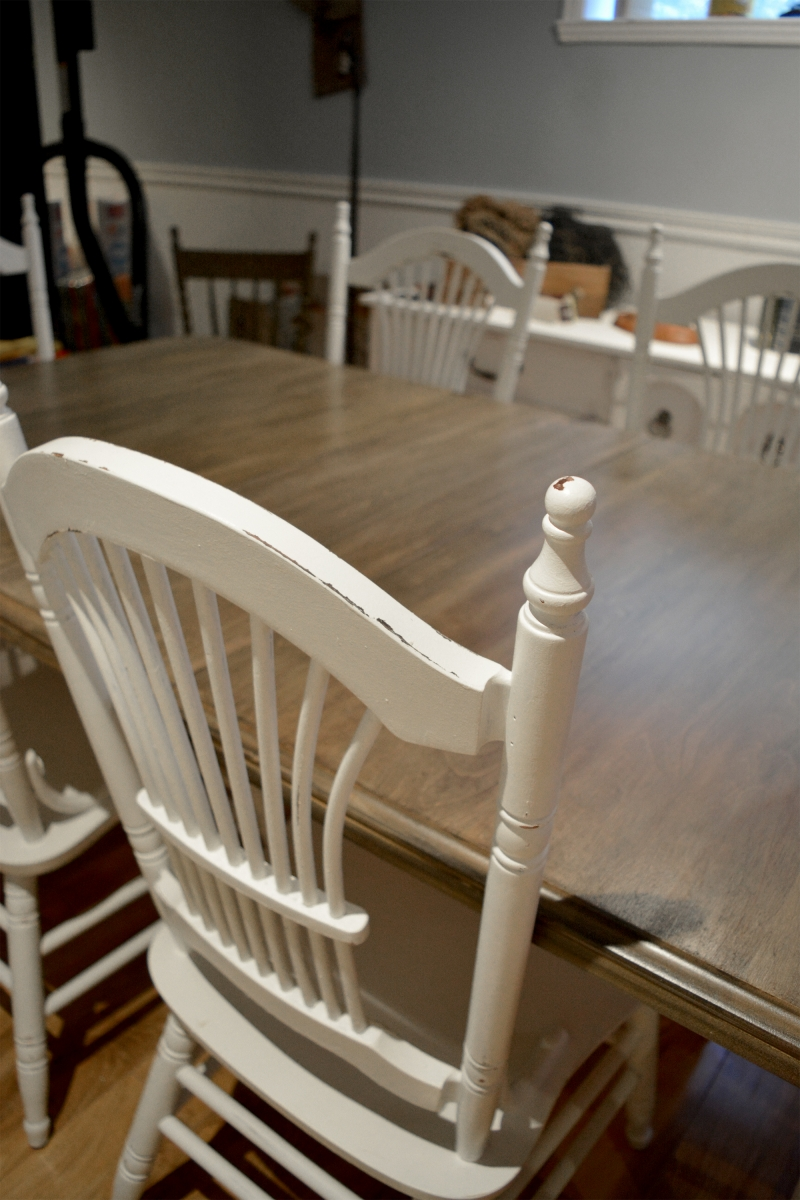 Chaises blanches d'accent style shabby chic4
