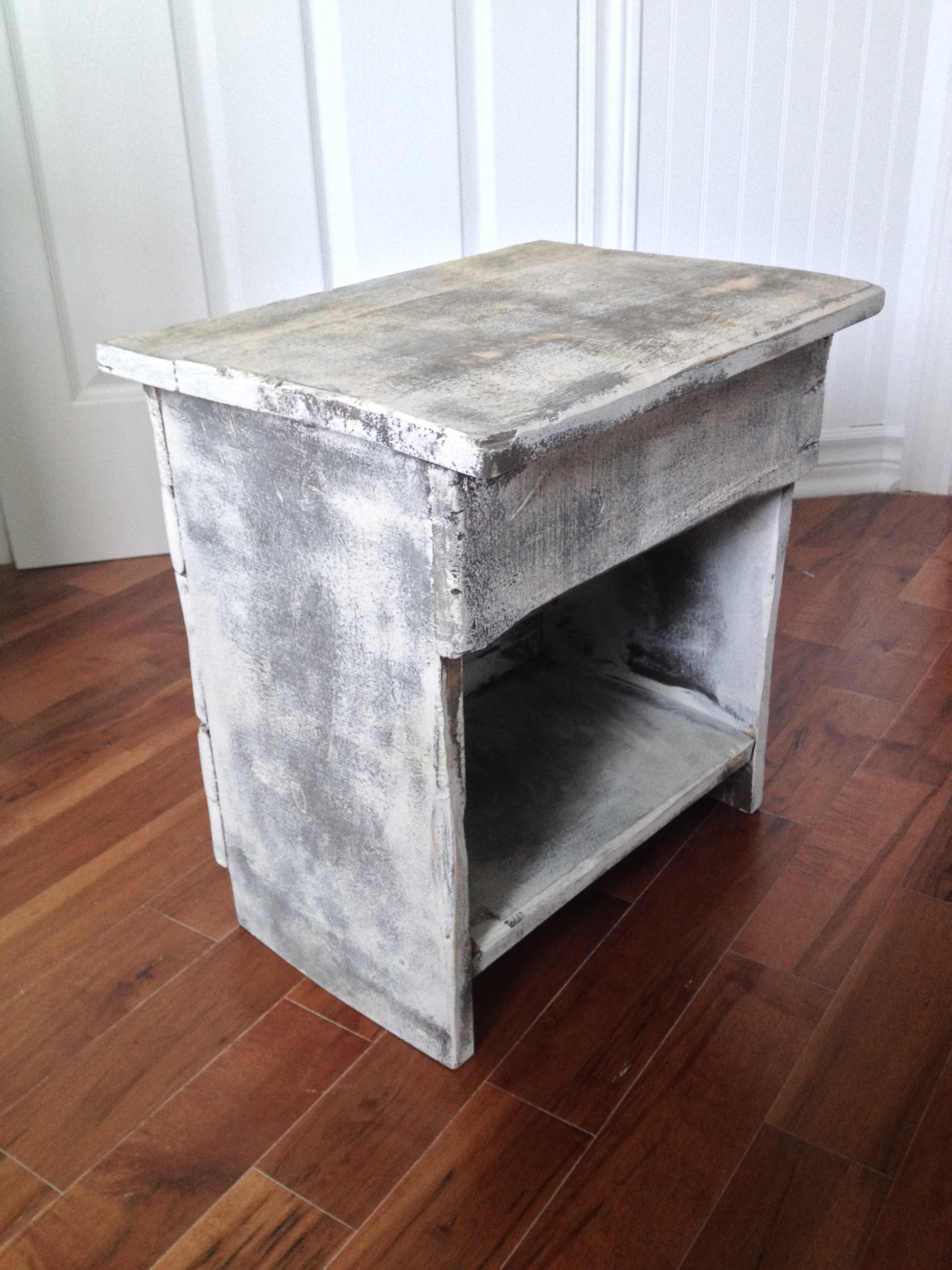 Table de chevet meuble shabby chic - Table de nuit rustique ...