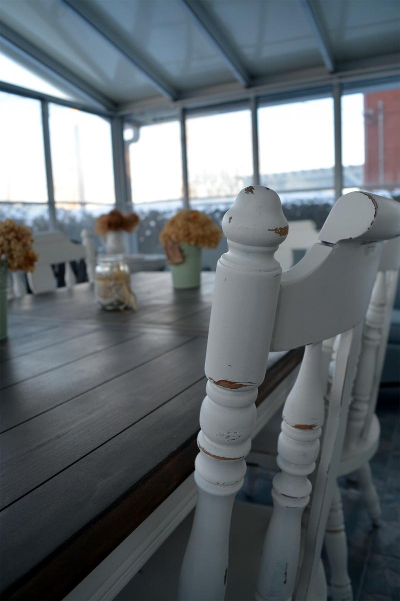 Table de salle à manger crème, bois et 4 à 8 chaises2
