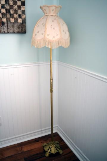 lampe sur pied antique vintage en laiton brass abat jour beige. Black Bedroom Furniture Sets. Home Design Ideas