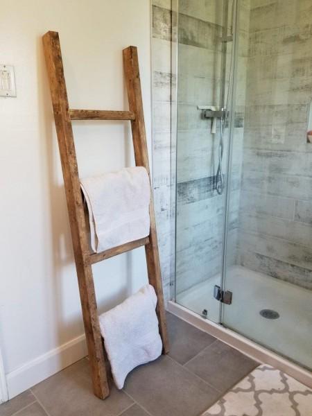 Échelle rustique pour salle de bain