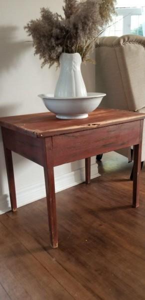 Table d'appoint style antique sang de boeuf
