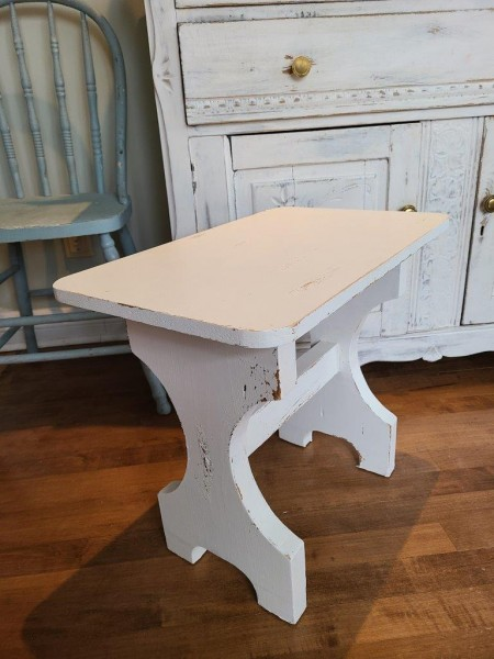 Table d'appoint ou de chevet shabby chic blanc