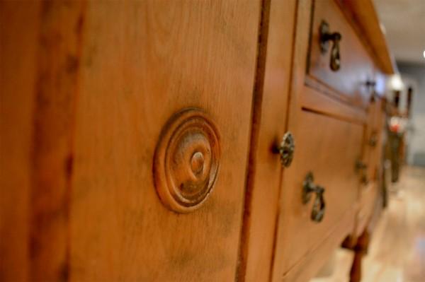 Buffet bas Antique petit format en bois4
