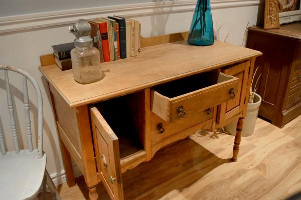 Buffet bas Antique petit format en bois5