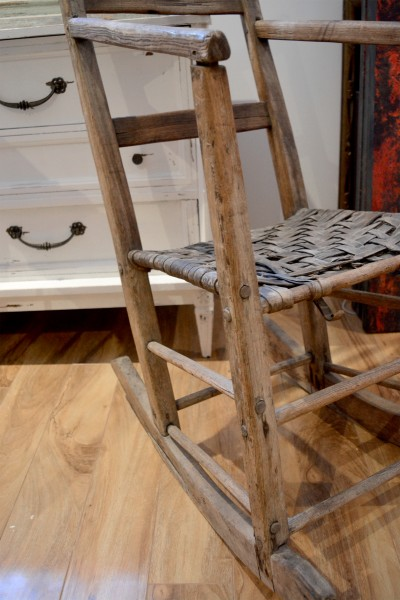Antique rocking chair in wood for Chaise bercante