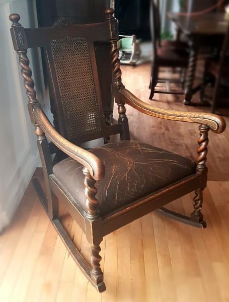 Chaise berçante en cuir chêne maillé