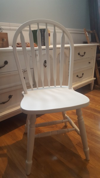 Chaises blanches d'accent style shabby chic6