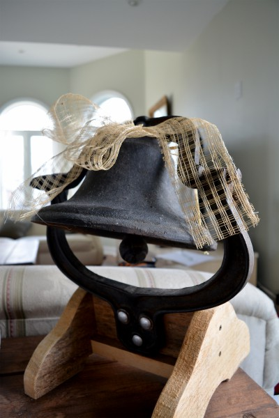 Cloche antique en fonte