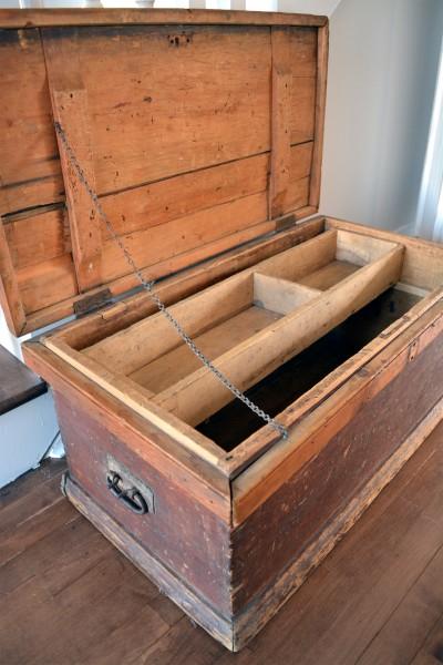 Coffre de menuisier antique en bois pin rustique3