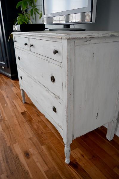 Commode shabby chic blanche / beige et bois foncé