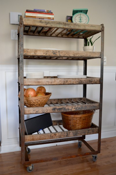 industrial shelving for bread antique in metal and wood. Black Bedroom Furniture Sets. Home Design Ideas