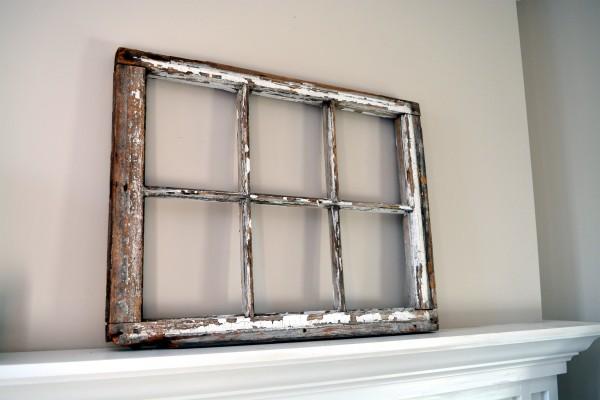 Fenêtre antique à carreaux usées4