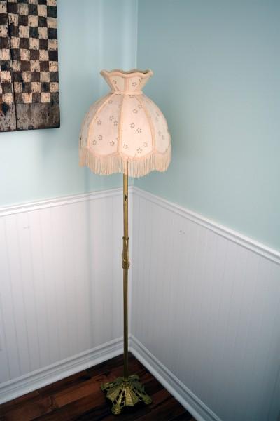 Lampe sur pied antique, vintage en laiton ,brass abat-jour beige3