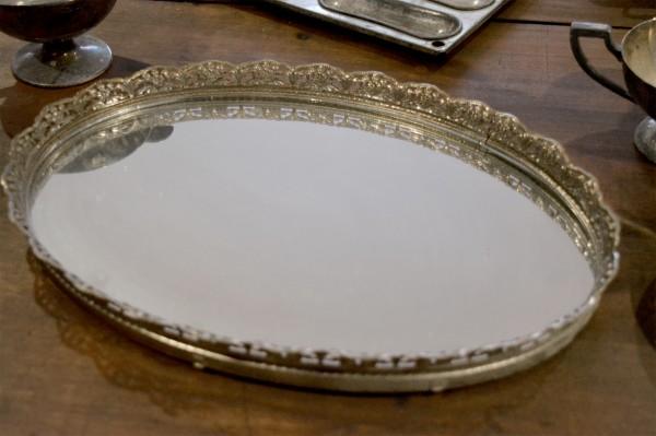 Plateau en métal argent avec fond en miroir2