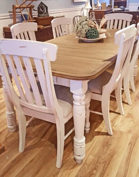 Table crème, blanc cassé dessus bois shabby rustique chic