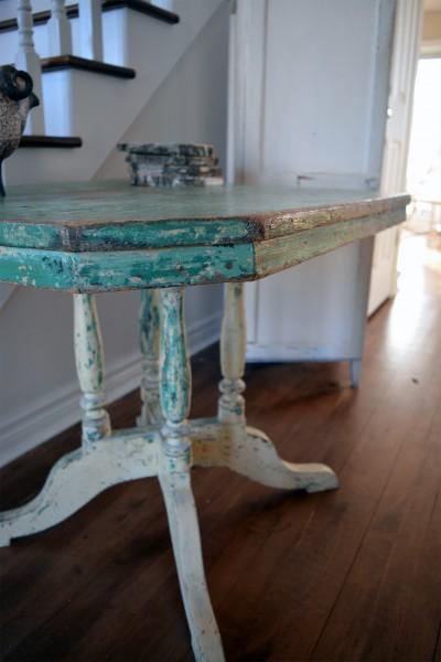 Magnifique table antique turquoise et beige en bois4
