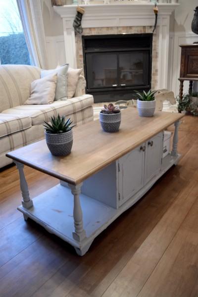 Table de salon shabby chic grise dessus bois