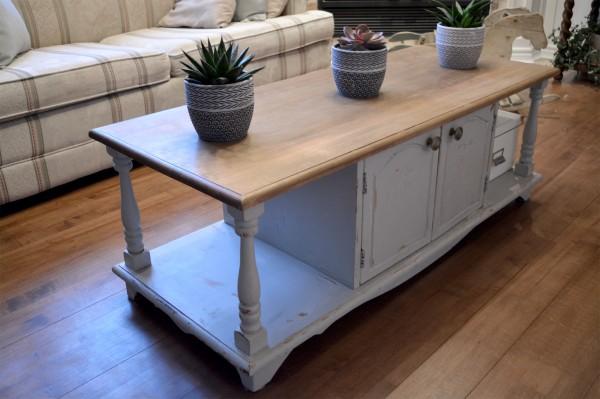 Table de salon shabby chic grise dessus bois4