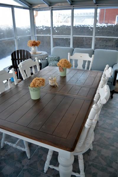 Table de salle à manger crème, bois et 4 à 8 chaises3