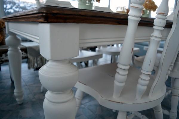 Table de salle à manger crème, bois et 4 à 8 chaises4