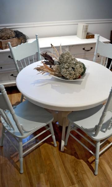 Table ronde crème et 4 chaises antique pressback turquoises2