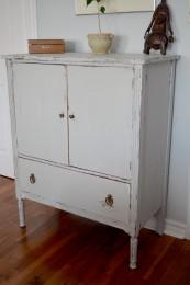 Commode en bois shabby chic gris blanc usée