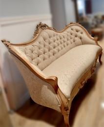 Divan antique victorien beige, bois rose sculptée