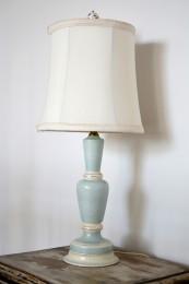 Lampe de table bleu pâle et abat-jour crème